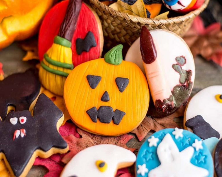15 Easy Ways To Make Halloween Cookies At Home