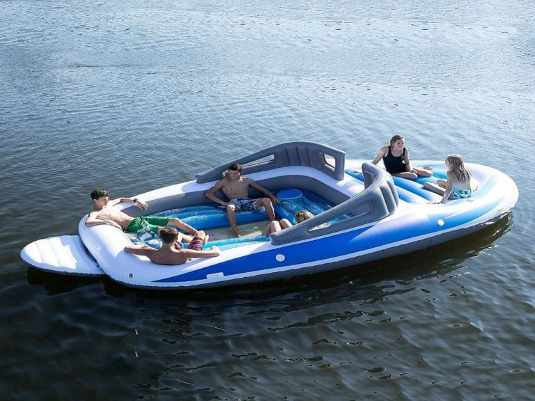 Party On This Life-Size Inflatable Speed Boat For 6 People