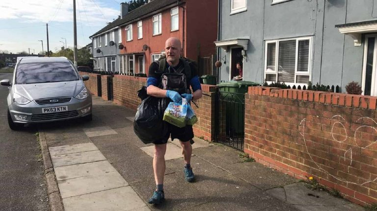 Respect:Teacher Who Walks 5 Miles Every Day To Deliver Food Is Hailed a Hero